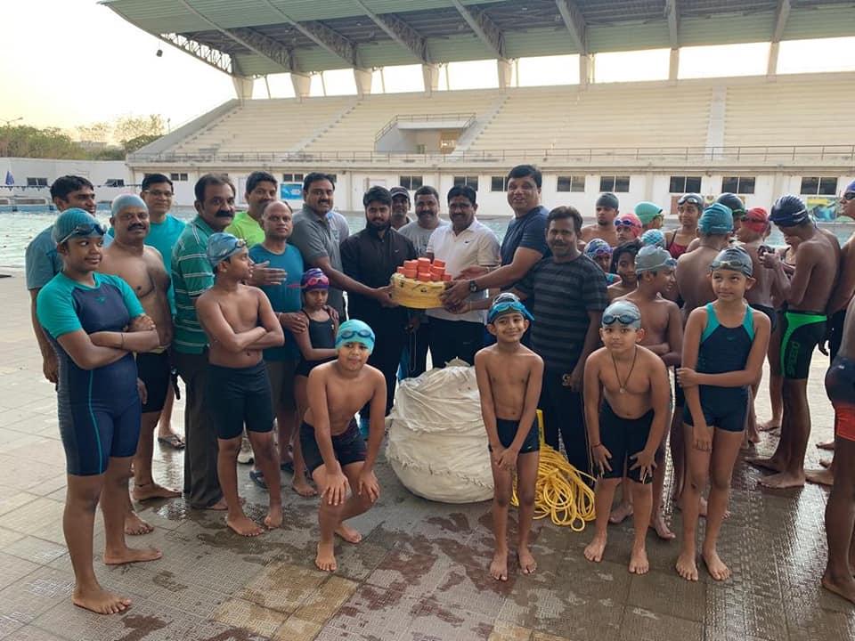 GACHIBOWLI STADIUM swimming pool ki Rs. 50 వేల రూపాయల విలువ గల స్విమ్మింగ్ సామగ్రిని అందచేత…