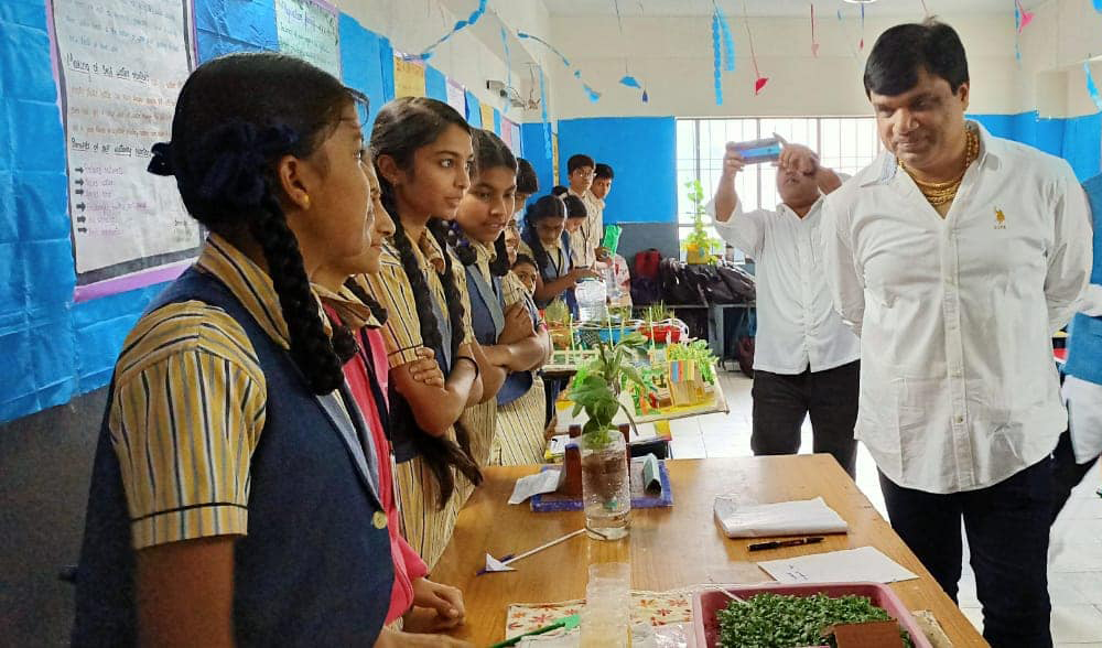 చందానగర్ గౌతమ్ మాడల్ స్కూల్ లో సైన్స్ ఏగ్జిబిషన్ కార్యక్రమం ప్రారంభించడం జరిగింది.
