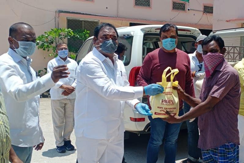 DAY 29…. శేరిలింగంపల్లి పాత మున్సిపాలిటీ కార్యాలయం, గంగారం ప్రాంతాలలో 50 కుటుంబాలకు బియ్యం పంపీణీ చేయడం జరిగింది…