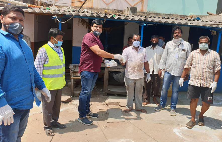 తారానగర్, చందానగర్ ప్రాంతాలలో 3 M మాస్కులతో పాటు గ్లౌజులను అందచేయడం జరిగింది…