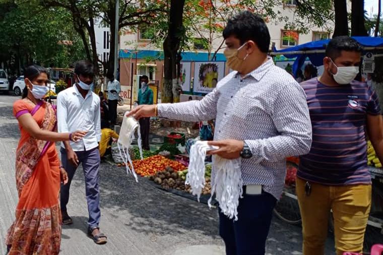 DAY 73….మియాపూర్ డివిజన్ పరిదిలోని సుభాష్ చంద్రబోస్ నగర్ లో మాస్కుల పంపీణీ…