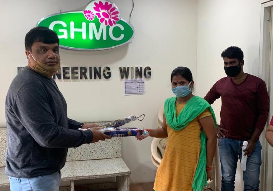 DAY 83….GHMC చందానగర్ సర్కిల్ కార్యాలయంలో మాస్కుల పంపణీ…