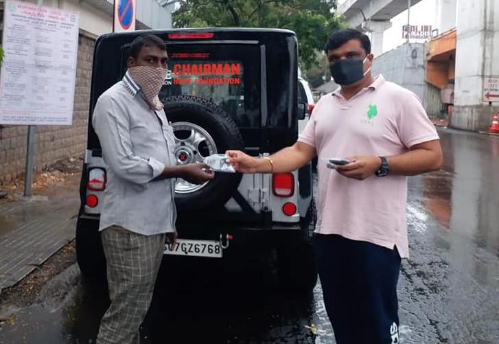 DAY 69…మాదాపూర్ హైటెక్ సిటి, చందానగర్ హుడా కాలనీలలో మాస్కులను అందచేయడం జరిగింది…