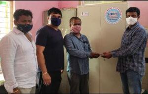 ప్రభుత్వ ఆసుపత్రికి అల్మారా తో పాటు మస్కులు  అందజేత…