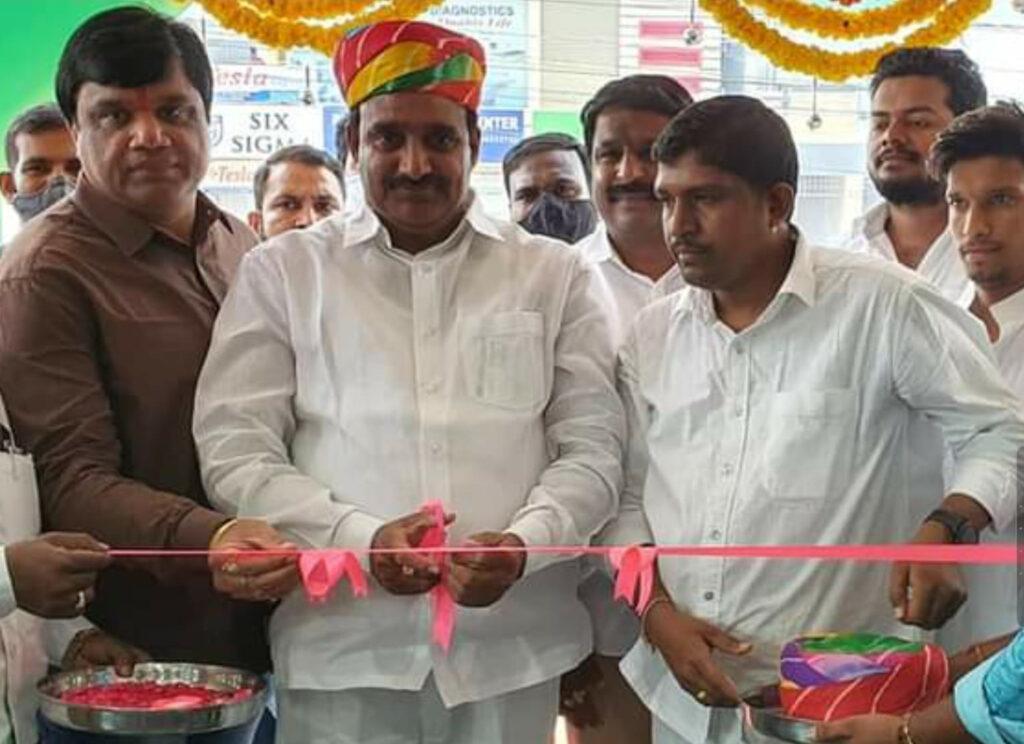 ప్రభుత్వ విప్, ఎమ్మెల్యే గాంధీ గారితో కలిసి మొబైల్ షాప్ ప్రారంభించడం జరిగింది.